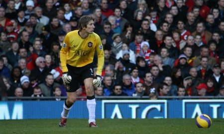Edwin_van_der_Sar_playing_for_MUFC