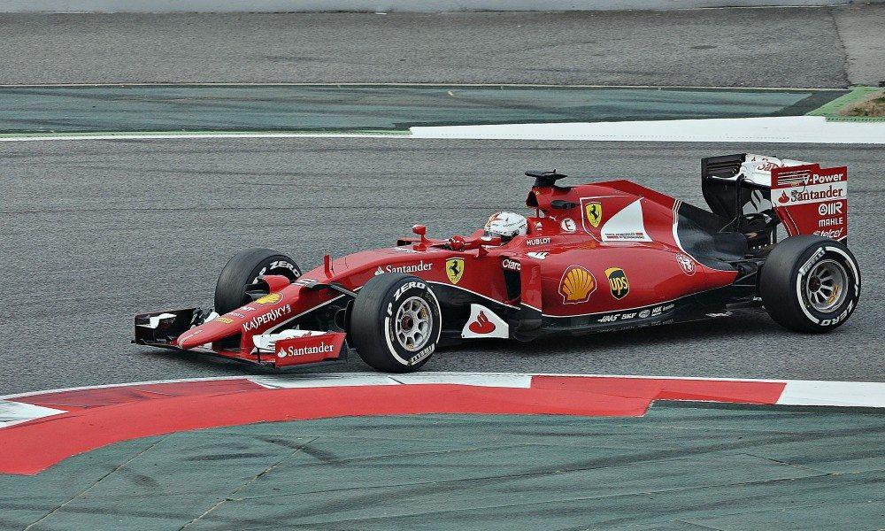 Sebastian_Vettel-Ferrari_2015_(5)